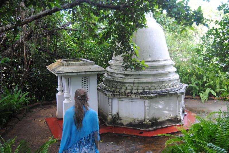 храм на острове медитации, Шри Ланка. i_and_travels