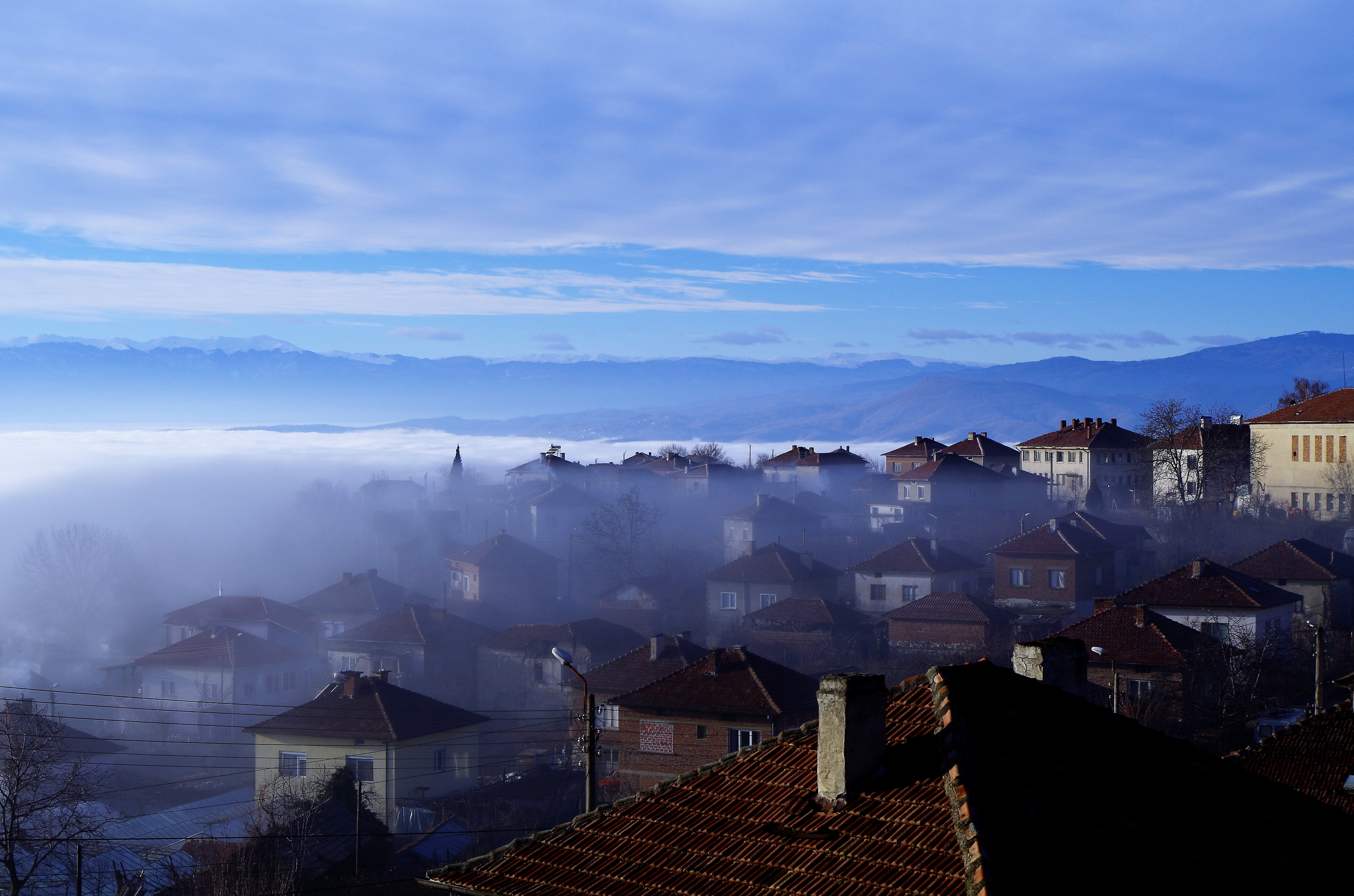 Облако идет по деревне