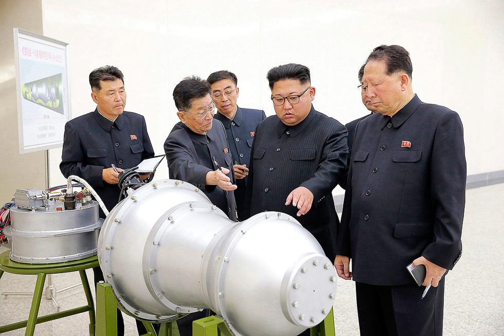 Северная Корея показала компактную термоядерную боеголовку для МБР