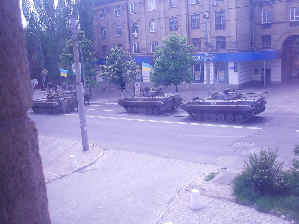 9 мая 2014 года: уличные бои в Мариуполе, войска киевской хунты убивают людей 1 (807 of 1)