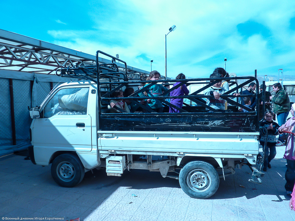 Снаружи центра ВПЛ в пригороде Дамаска 5