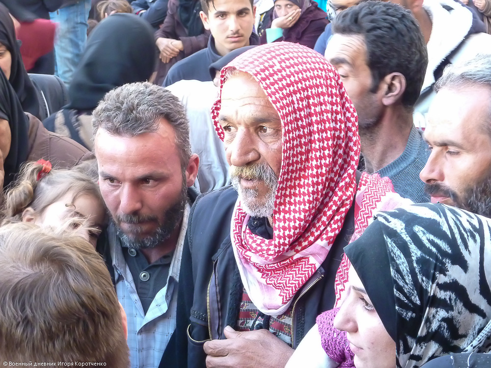 Снаружи центра ВПЛ в пригороде Дамаска 10