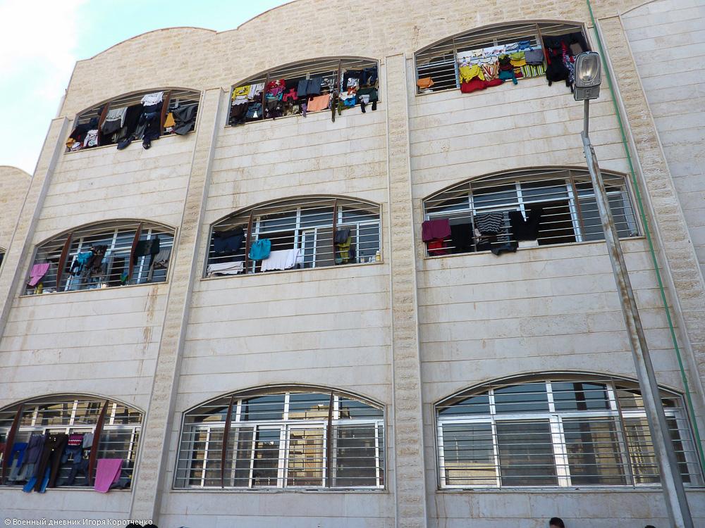 Снаружи центра ВПЛ в пригороде Дамаска 11