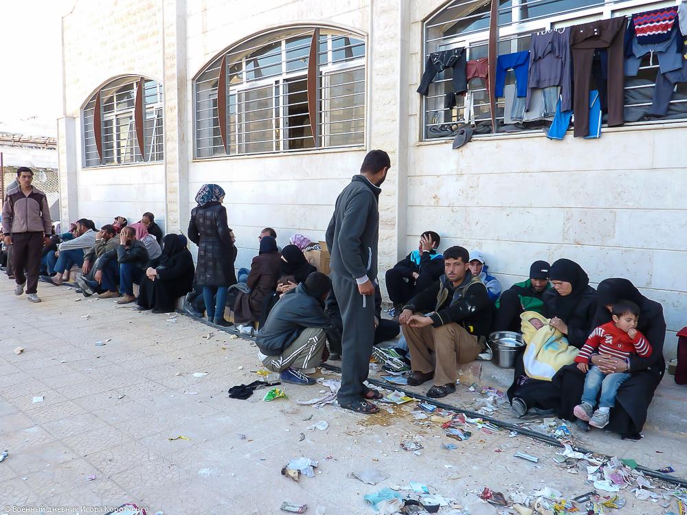 Снаружи центра ВПЛ в пригороде Дамаска 13