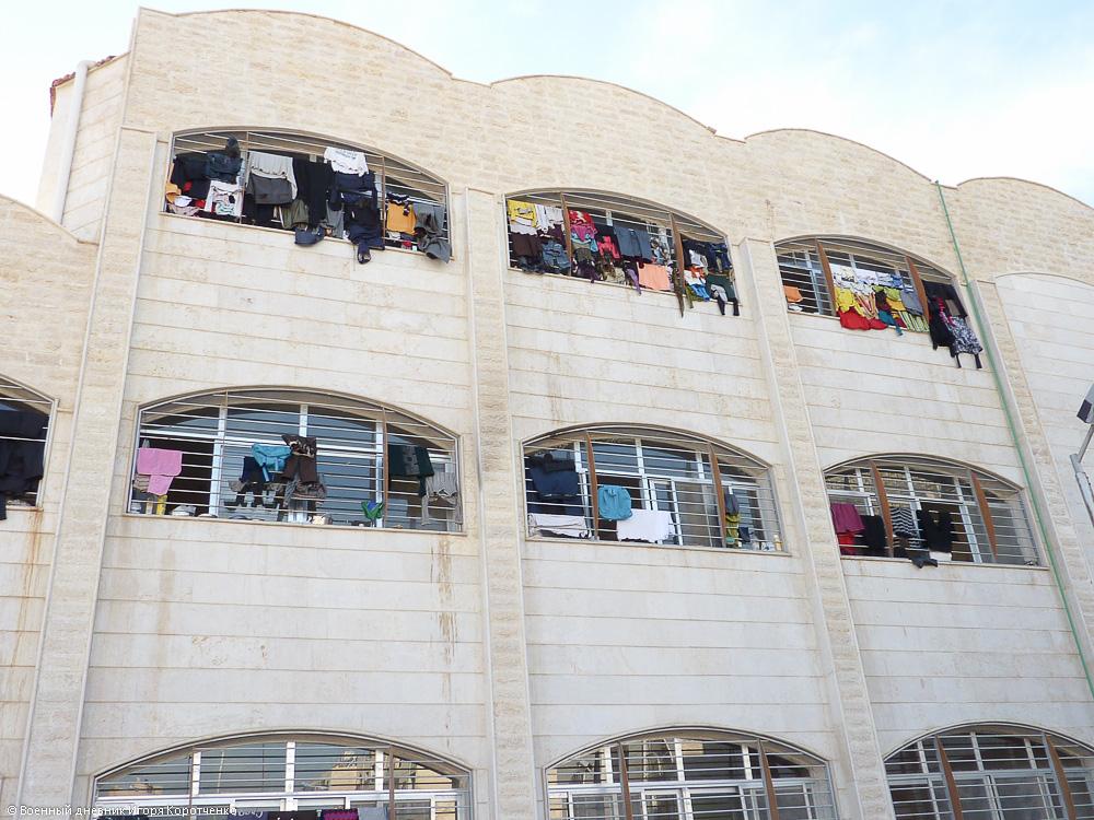 Снаружи центра ВПЛ в пригороде Дамаска 14