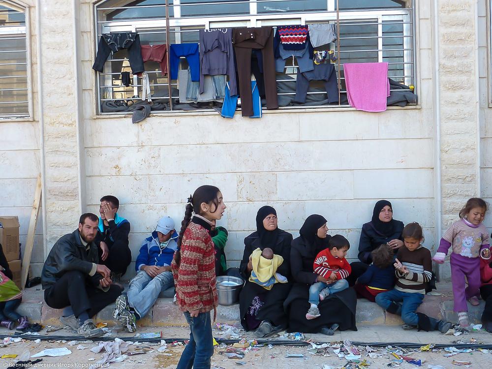 Снаружи центра ВПЛ в пригороде Дамаска 15