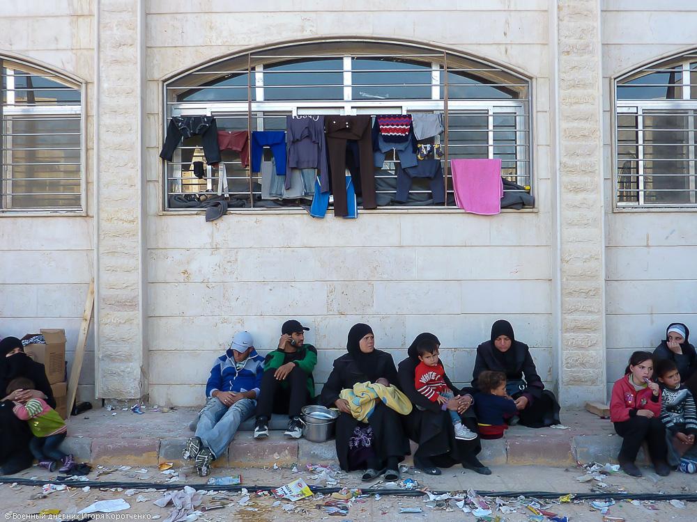 Снаружи центра ВПЛ в пригороде Дамаска 16
