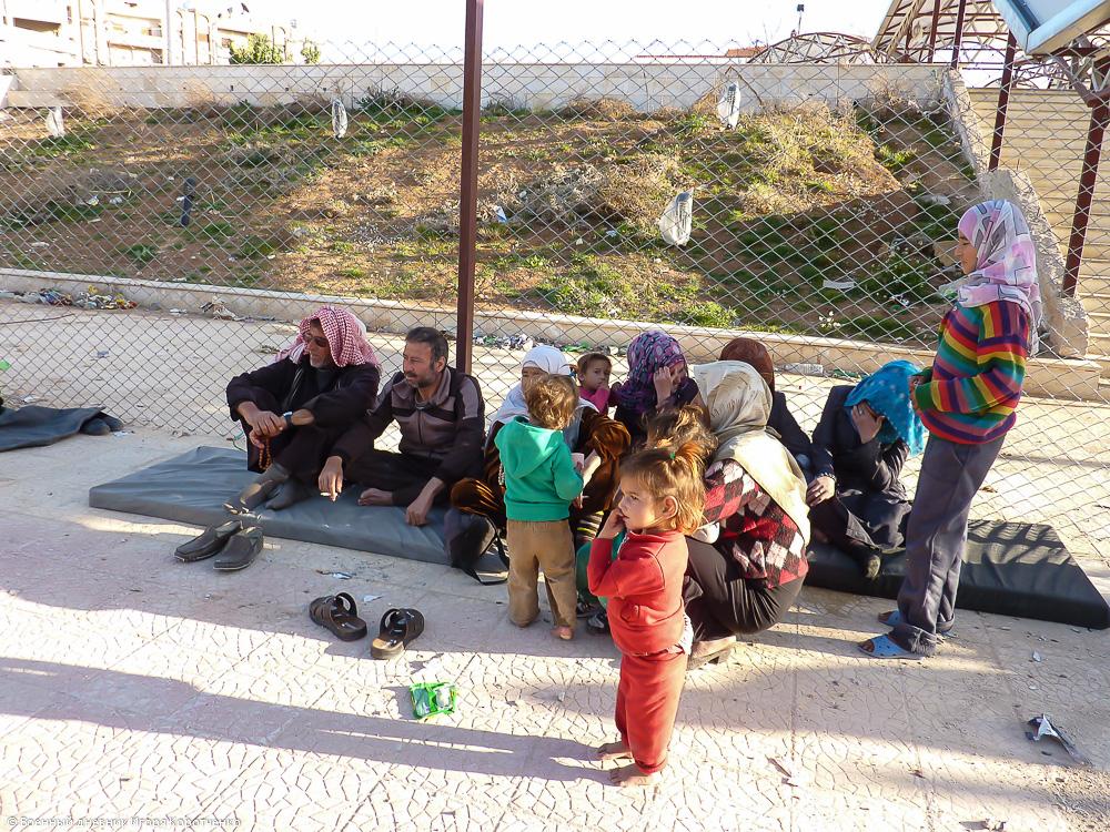 Снаружи центра ВПЛ в пригороде Дамаска 18