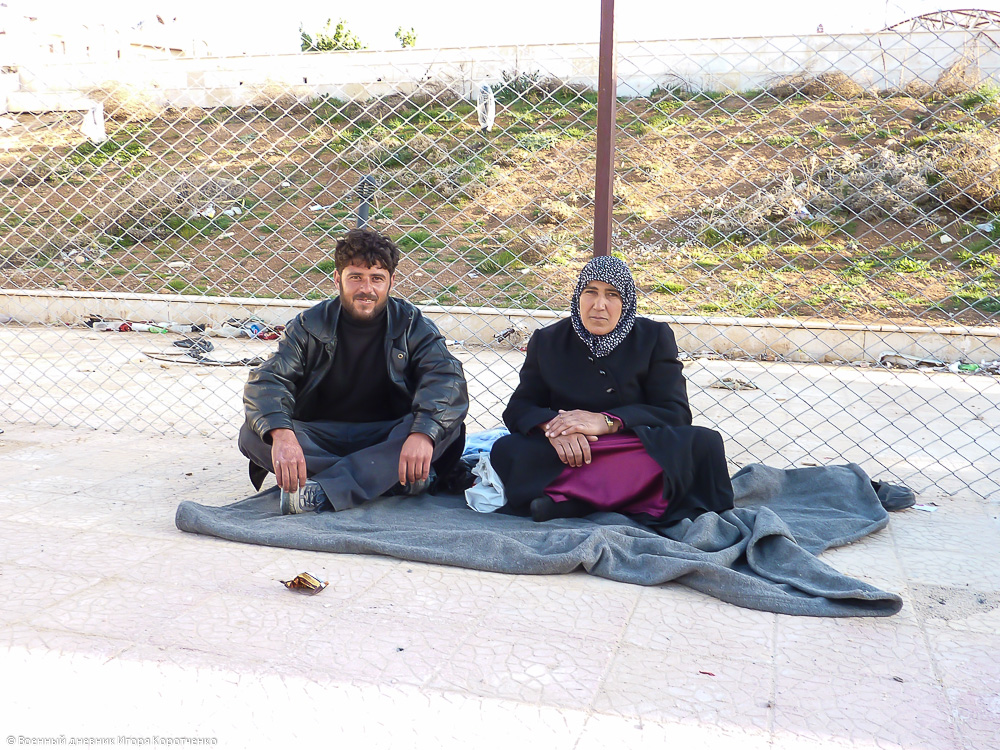 Снаружи центра ВПЛ в пригороде Дамаска 19