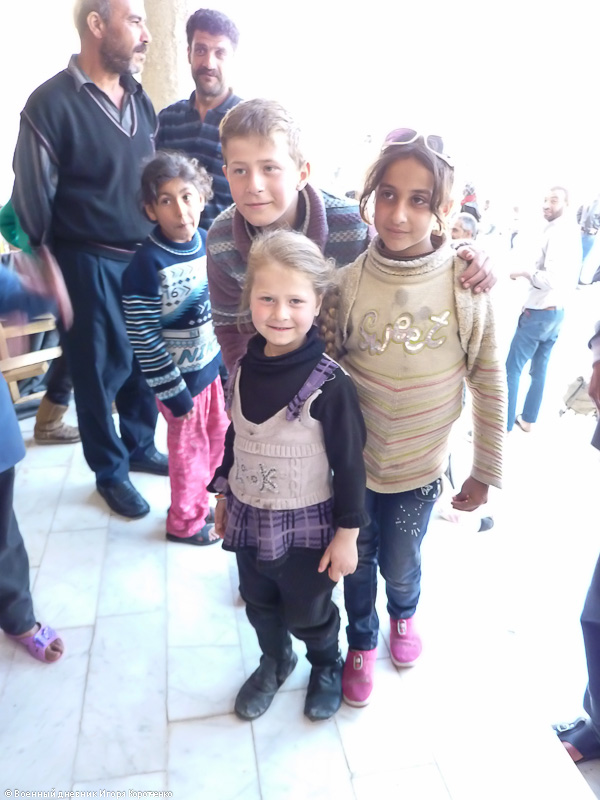 Снаружи центра ВПЛ в пригороде Дамаска 20