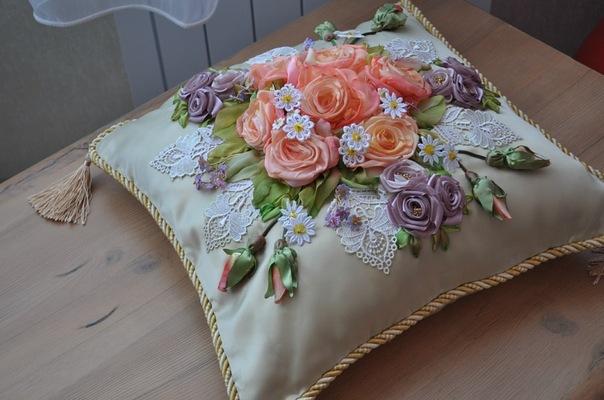 Подушка вышивка атласными лентами