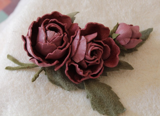 Цветы из кожи своими руками мастер класс брошь