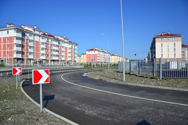one-of-the-main-roads-near-the-olympic-village