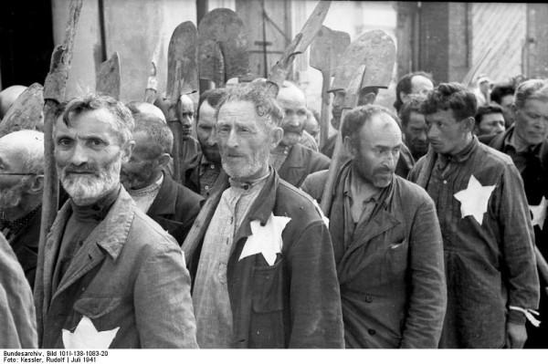 Bundesarchiv_Bild_101I-138-1083-20,_Russland,_Mogilew,_Zwangsarbeit_von_Juden