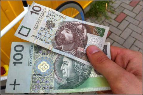 4385528-zlotyj-rezko-desheveet-izza-krizisa-v-r