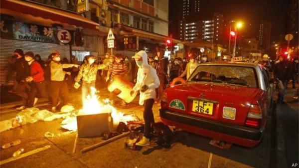 160209072935_hongkong_clashes_1_624x351_ap
