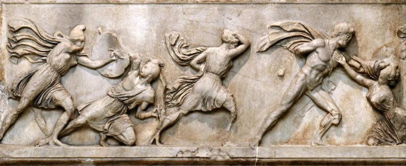 деталь амазонского фриза из мавзолея в Галикарнасе: сражения между греками и амазонками.