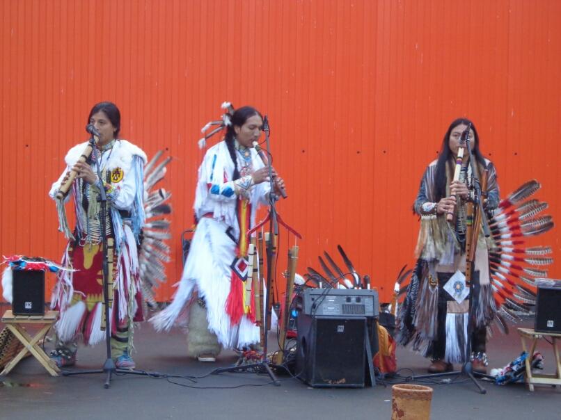 Индейцы танцуют