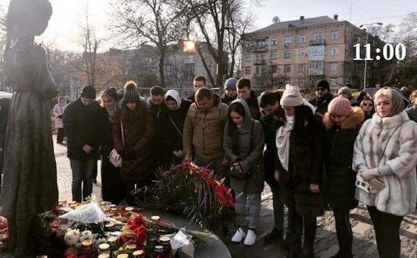 Зеленський із дружиною вшанував пам'ять жертв Голодомору 1932-1933 років - Цензор.НЕТ 1905