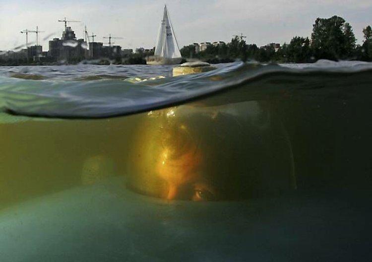 воду самодельный корабль,