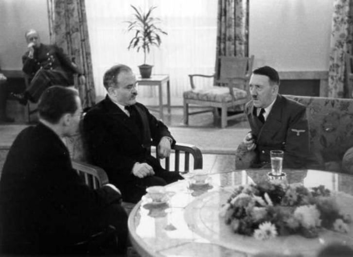 «Товарищ Молотов и товарищ Гитлер обсуждают вопросы евроинтеграции»