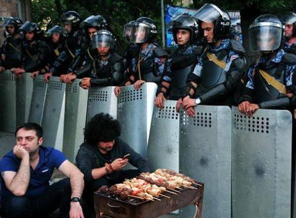 Протестующие в Ереване отвергли предложение президента и продолжают акцию - Цензор.НЕТ 9157
