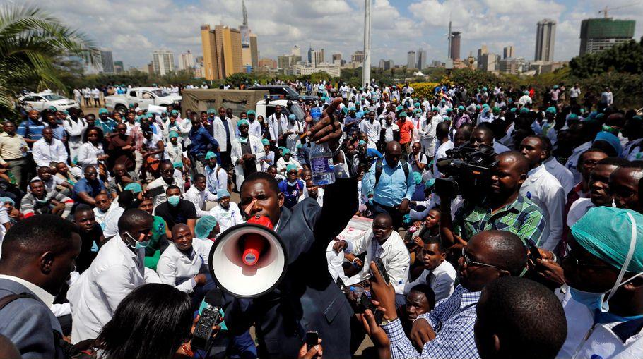 Обнищавшие врачи забастовали. В Кении.Пора высылать им помощь из боХатой расеи