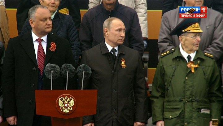"""""""Уважают"""" нашего Говнокомандующего путина за рубежом,правда не много-один молдаванин"""