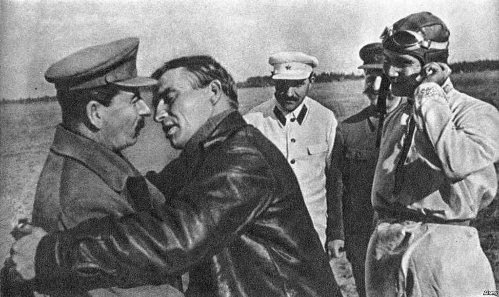 Цілунків по-радянськи вам у стрічку