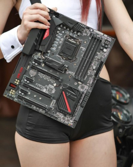 ASUS-Z170-Motherboard_one_hand