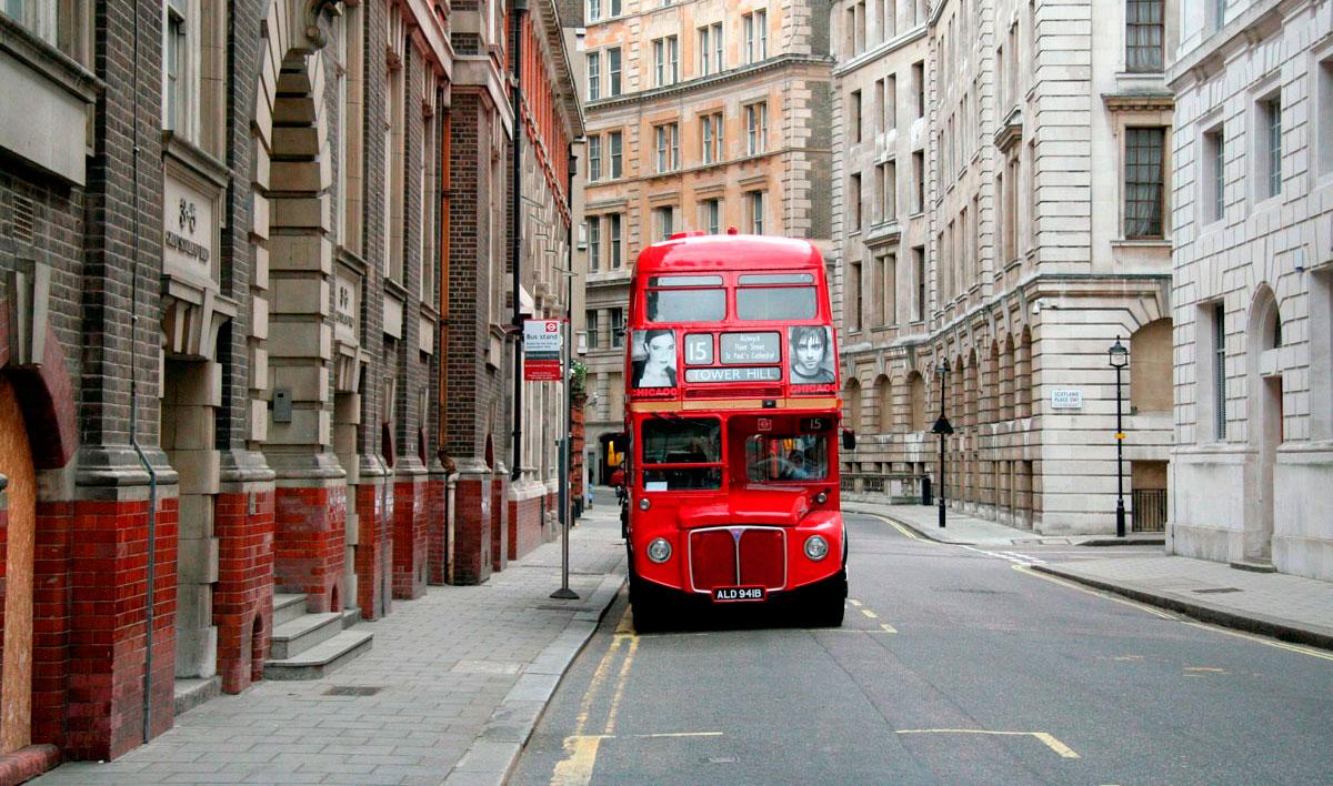 этой весной лондонский автобус фото высокого разрешения поставить диванчик