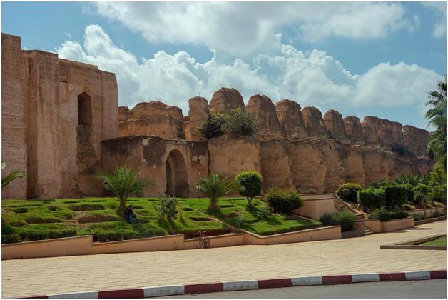 Стены королевского комплекса Дар Эль Ма
