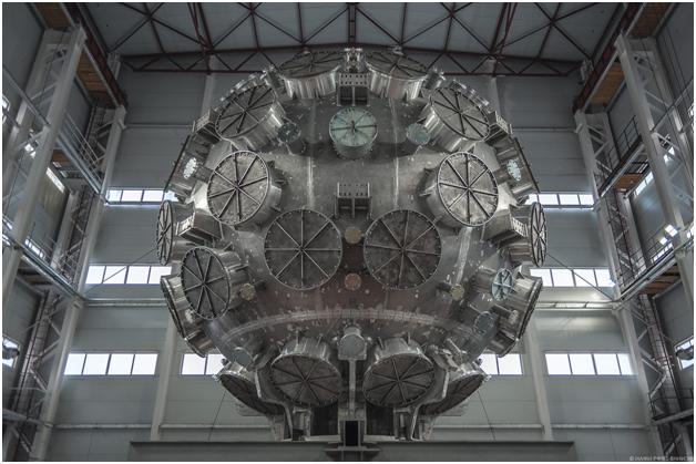 Самая мощная лазерная установка  для получения термоядерного синтеза в Сарове