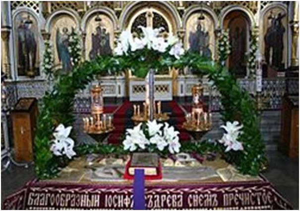 Плащаница, положенная на «гробнице»