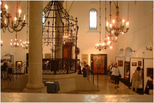 Бима в старой синагоге в Кракове