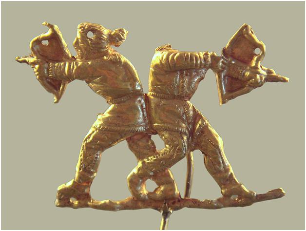 Скифы стреляют из лука. Керчь (античный Пантикапей, Крым). 475—450 до н.э. Скифы были искусными лучниками, их стиль стрельбы из лука повлиял на стиль персов, а впоследствии и других народов, включая греков.