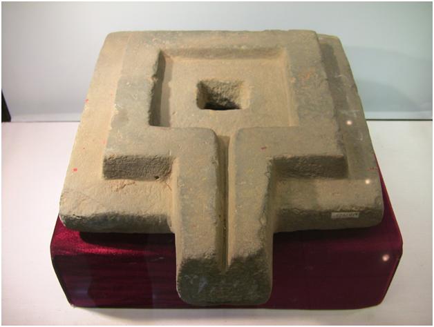 Каменная йони, найденная в Лам Донге, Вьетнам