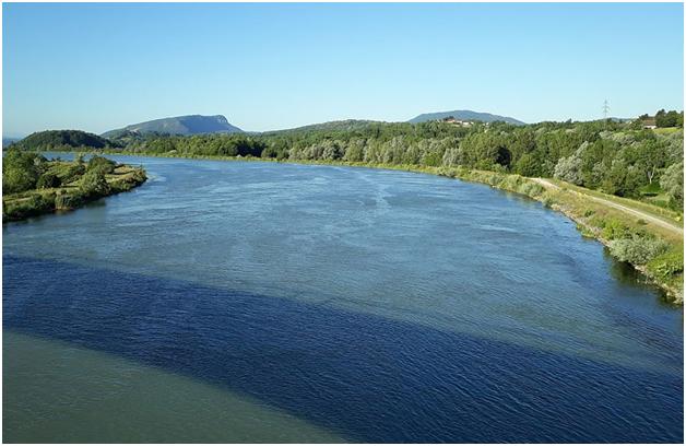 Река Рона в среднем течении