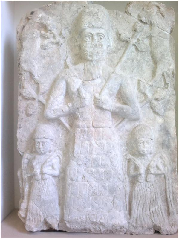 Культовый рельеф бога города Ашшур, I половина II тысячелетия до н. э. Пергамский музей в Берлине