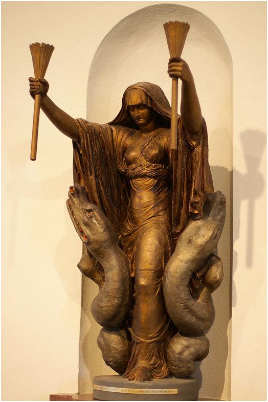 Церера с факелами в сопровождении змей. Скульптура конца XVIII — начала XIX столетия