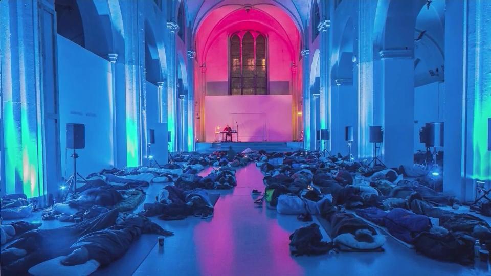 Robert Rich playing a sleep concert at the Copenhagen Contemporary Art Center, Photo by Yann H. Andersen.