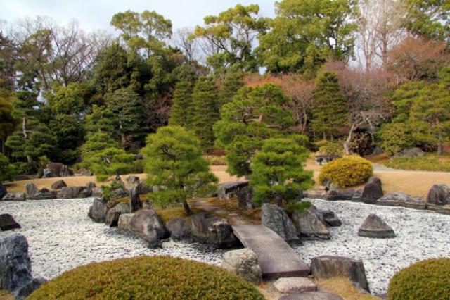 сад с камнями