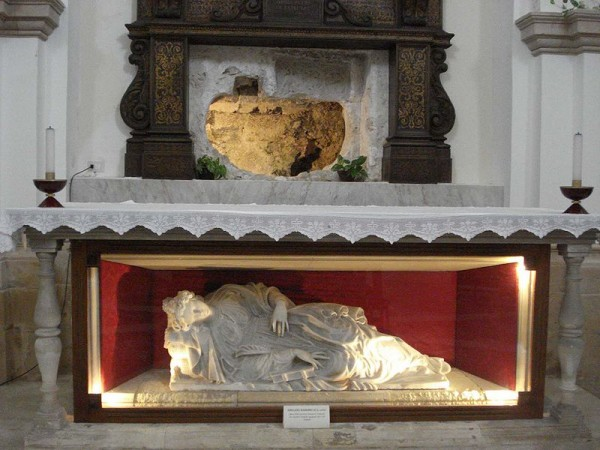 800px-First_tomb_of_St_Lucy