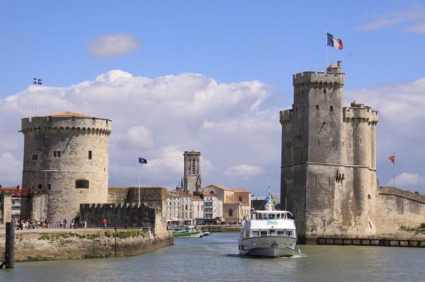 800px-L'_entrée_du_Port_de_La_Rochelle_(2)