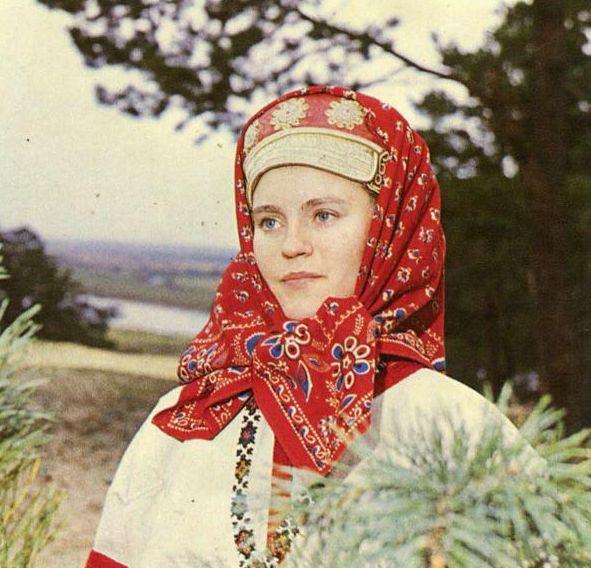 Мерцалова-Поэзия-народного-костюма-1988_025
