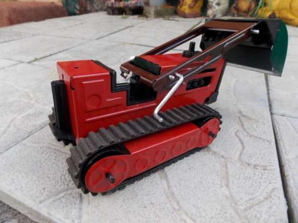 142863589_2_644x461_traktor-zheleznyy-sssr-fotografii