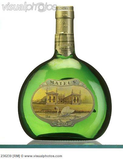 bottle_of_mateus_portuguese_white_wine_236239