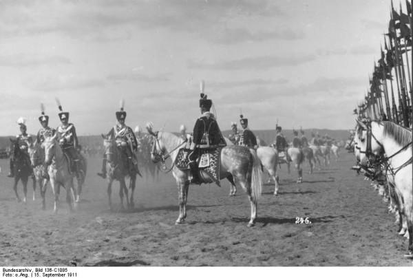 Bundesarchiv_Bild_136-C1085,_Danzig,_Kronprinz_übernimmt_1._Leib-Husarenregiment
