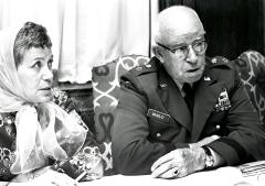 Бредли с женой