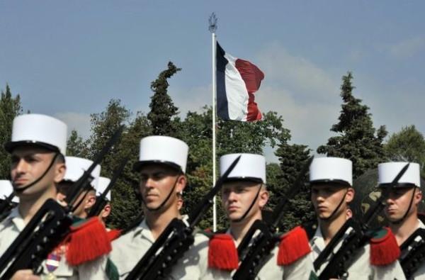 590447_des-soldats-de-la-legion-etrangere-defilent-le-jour-anniversaire-de-la-bataille-de-camerone-le-30-avril-2011-a-aubagne-dans-le-sud-de-la-france